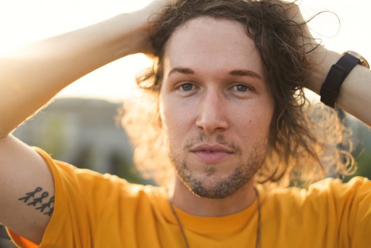 New Zealand singer-songwriter Thomas Oliver talks artistic inspirations in exclusive interview