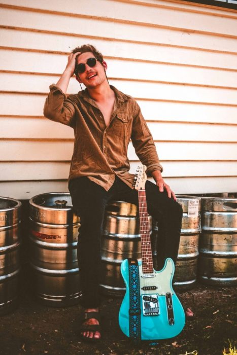 Indie-rock sensation Andy Martin releases single and music video